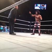 Dancing autoplay_gif gif house_show pointing suit tony_chimel wwe xavier_woods // 200x200 // 3.2MB