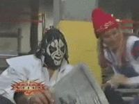 Madusa autoplay_gif gif la_parka mask monday_nitro newspaper wcw // 200x150 // 1.4MB