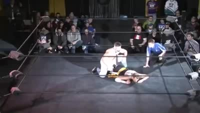archibald_peck chikara comedy dasher_hatfield green_ice sound submission_hold webm // 400x226 // 3.9MB