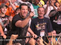 Victory_Road pointing tna tommy_dreamer // 424x318 // 248.7KB
