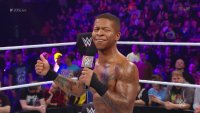 205_Live Lio_Rush microphone thumbs_up wwe // 953x540 // 707.9KB